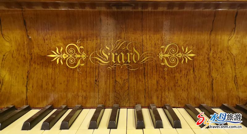 从世界各地收集而来的300多架古钢琴,静静的汇聚在这里,走近它们,感受它们承载的历史记忆,聆听动彻心扉琴声