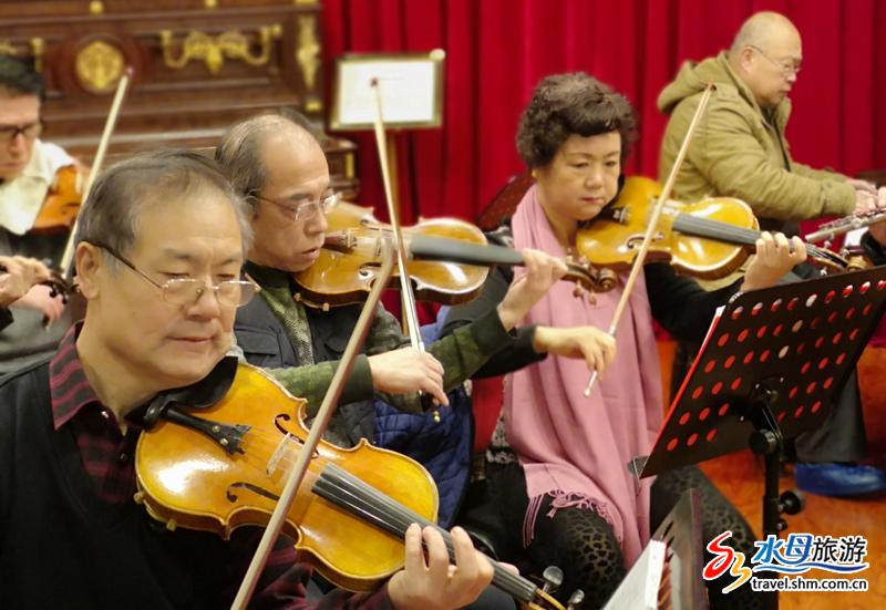 博物馆内还设有小式的音乐厅,烟台的音乐爱好者和国内的钢琴名家定期在这里进行交流和演出,让音乐和钢琴文化的薪火代代相传。